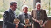 v.l. nach r. Bürgermeister Ulrich Elsen, Dr. Rolf Keuchen, Vorsitzender der Otto von Bylandt-Gesellschaft und Werner Goertz, ehemals Vorsitzender.